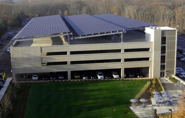 Cladire cu panouri solare instalate