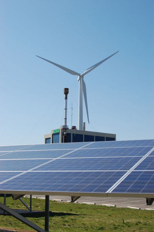 Research Finds Solar-Wind Hybrid Power Plants Are Twice As Efficient