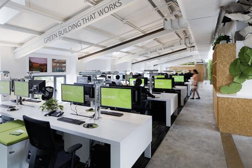 spatiu de birouri care produce energie